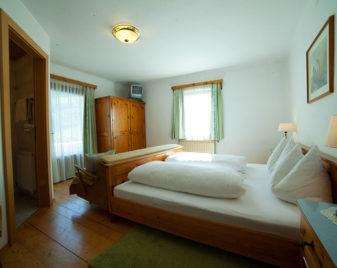 Doppelzimmer mit Bad am Astlehenhof