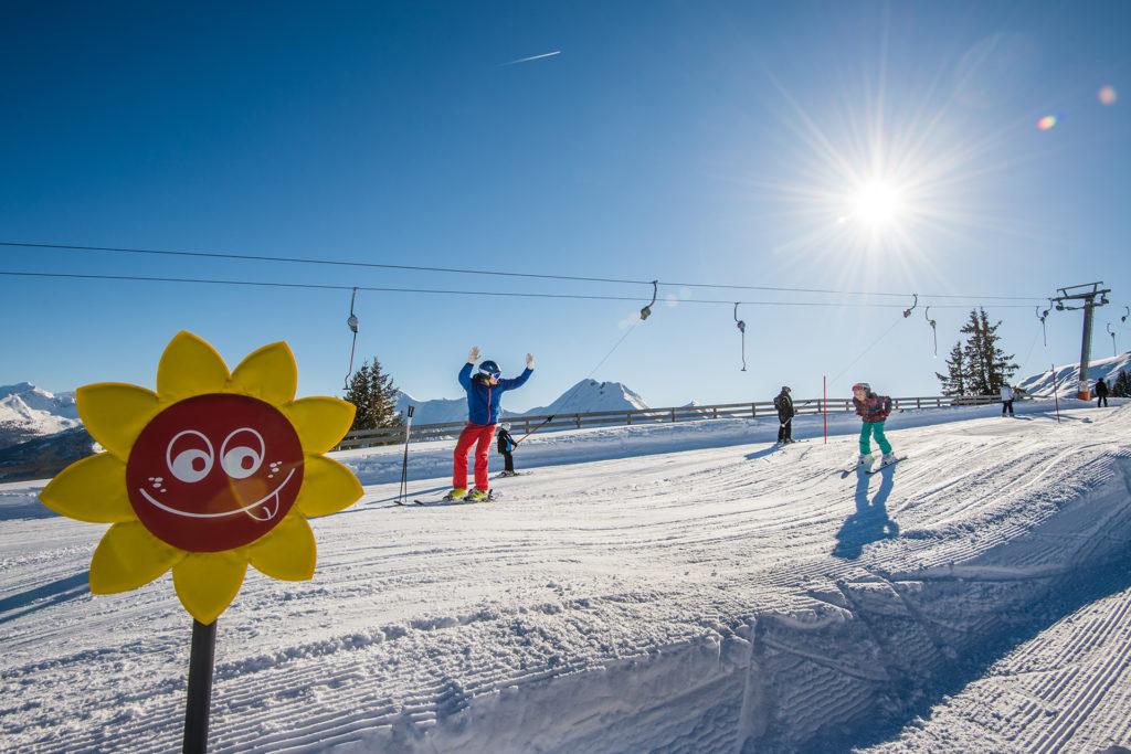 Kind beim Skikurs