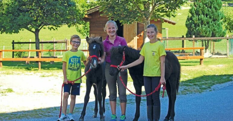Kinder mit Pony's
