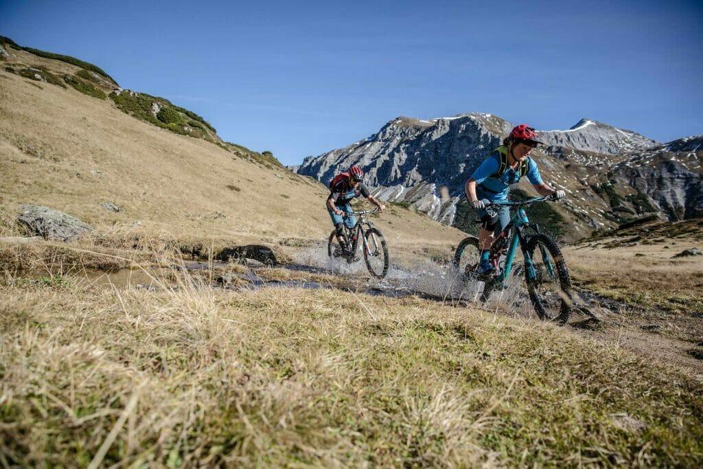 Mountainbiker bei der Abfahrt
